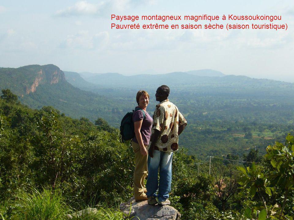 Paysage montagneux magnifique à Koussoukoingou Pauvreté extrême en saison sèche (saison touristique)