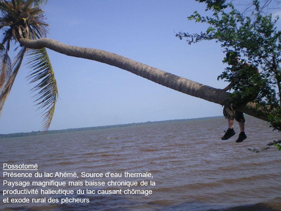 Possotomé Présence du lac Ahémé, Source deau thermale, Paysage magnifique mais baisse chronique de la productivité halieutique du lac causant chômage