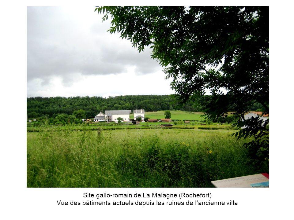 Site gallo-romain de La Malagne (Rochefort) Vue des bâtiments actuels depuis les ruines de lancienne villa