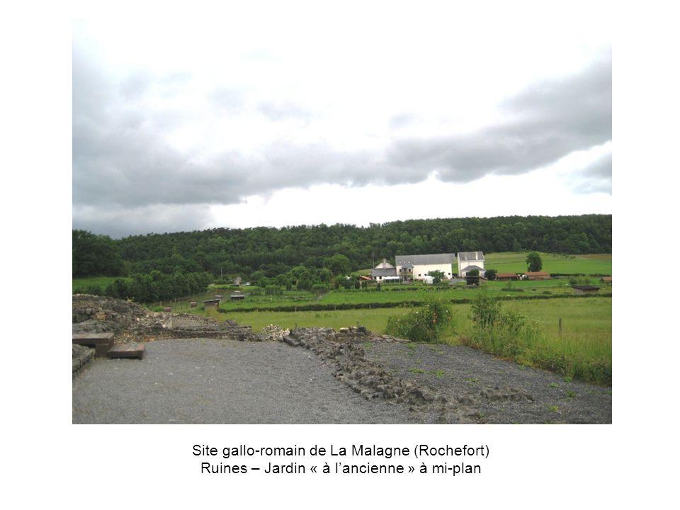 Site gallo-romain de La Malagne (Rochefort) Ruines – Jardin « à lancienne » à mi-plan