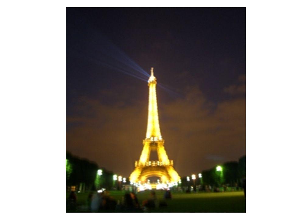 1.Les vacances à Paris 2.Tiens, voici ma fille.