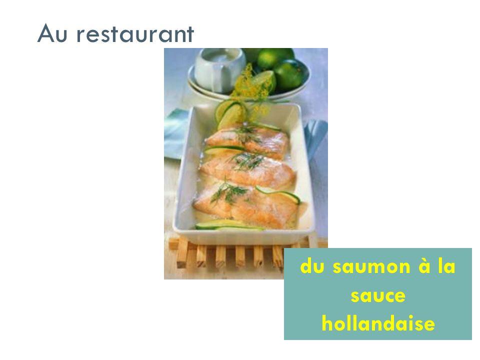 Au restaurant du saumon à la sauce hollandaise