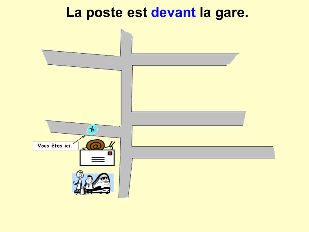 La poste est devant la gare.