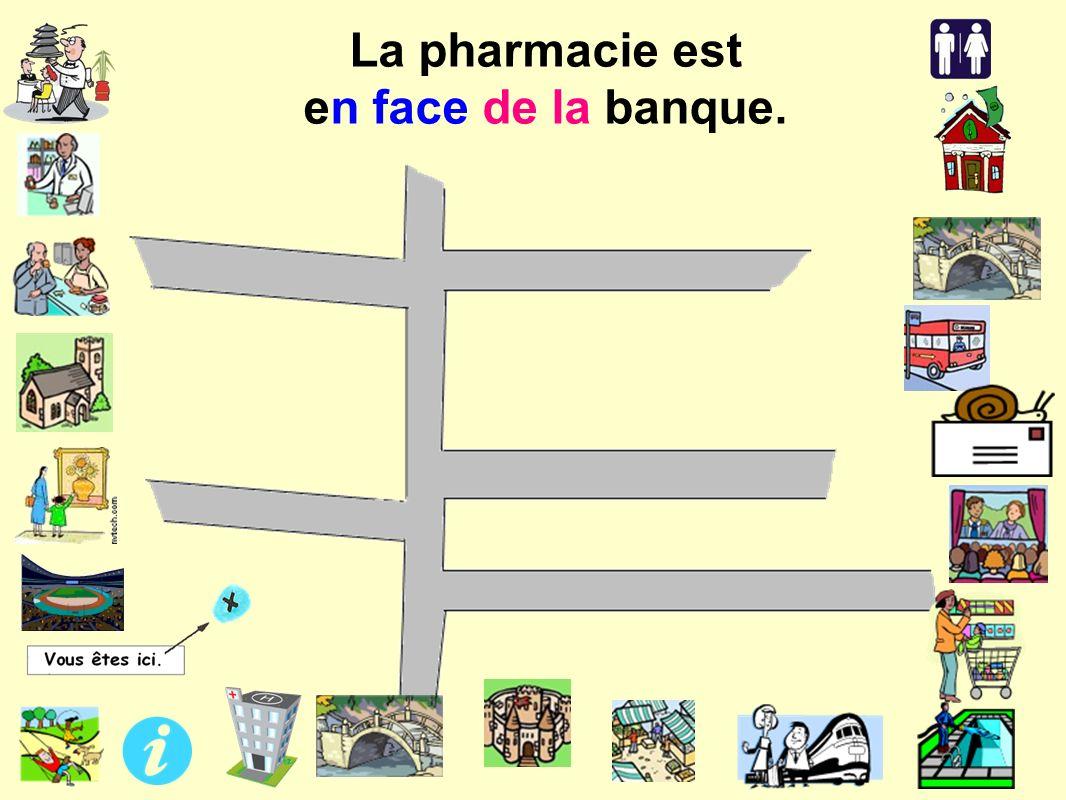 La pharmacie est en face de la banque.