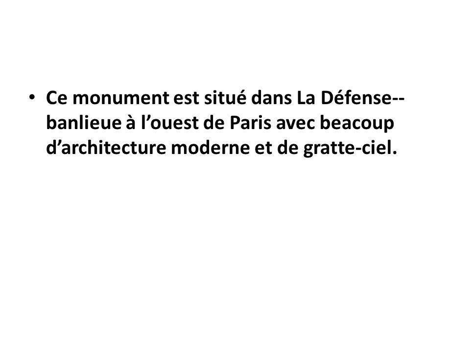 Fontaine devant Pompidou avec 16 structures en mouvement, qui représentent les œuvres dun compositeur russe.
