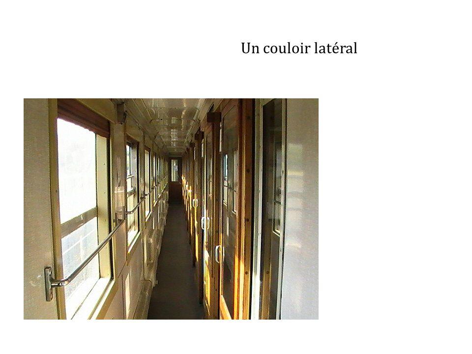 Un couloir latéral