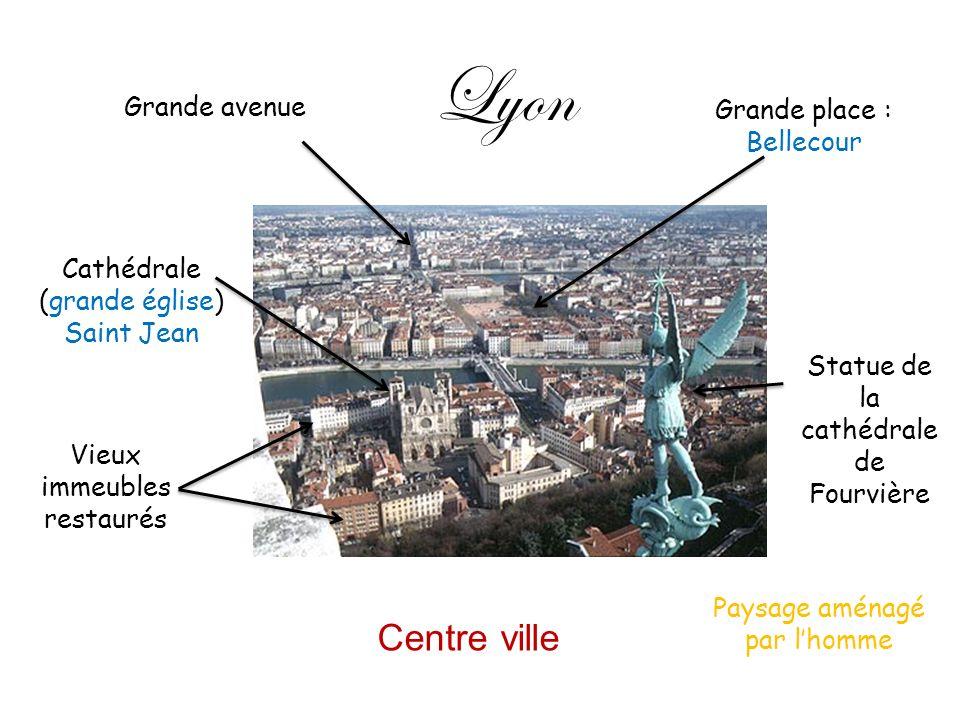 Lyon Grande avenue Grande place : Bellecour Cathédrale (grande église) Saint Jean Vieux immeubles restaurés Statue de la cathédrale de Fourvière Centr
