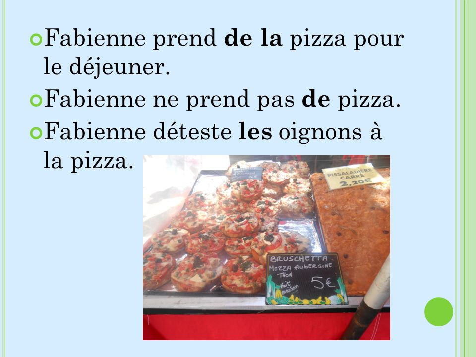 Fabienne prend de la pizza pour le déjeuner. Fabienne ne prend pas de pizza. Fabienne déteste les oignons à la pizza.