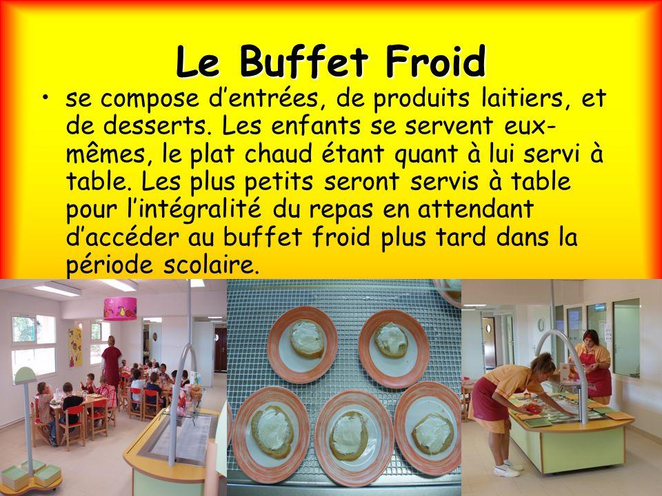 Le Buffet Froid se compose dentrées, de produits laitiers, et de desserts. Les enfants se servent eux- mêmes, le plat chaud étant quant à lui servi à