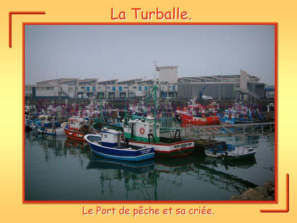 La Turballe. Le Port de pêche et sa criée.