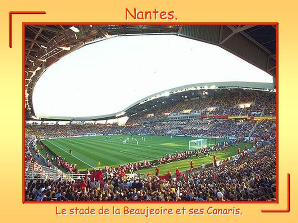 Nantes. Le stade de la Beaujeoire et ses Canaris.