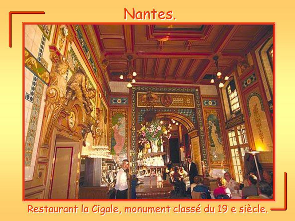 Nantes. Restaurant la Cigale, monument classé du 19 e siècle.