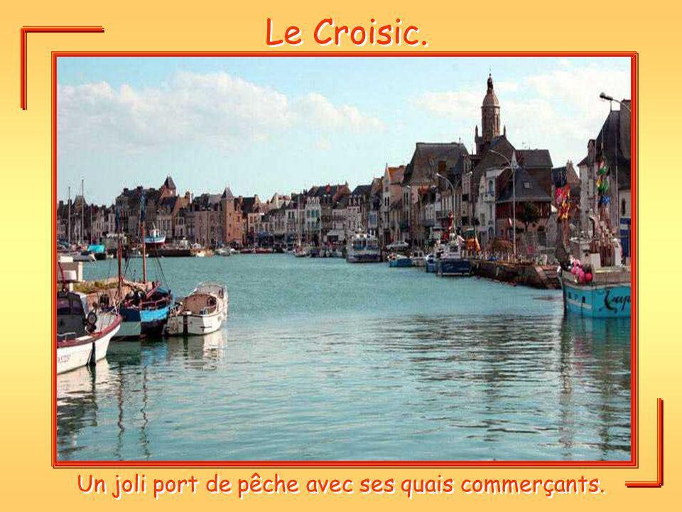 Le Croisic. Un joli port de pêche avec ses quais commerçants.