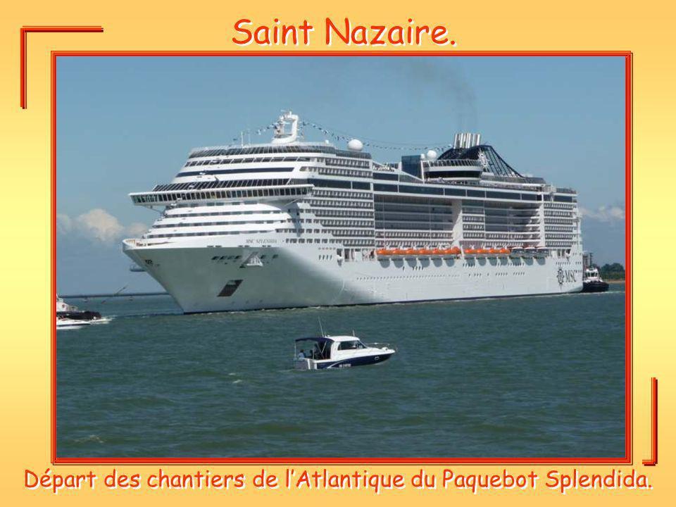 Saint Nazaire. Départ des chantiers de lAtlantique du Paquebot Splendida.