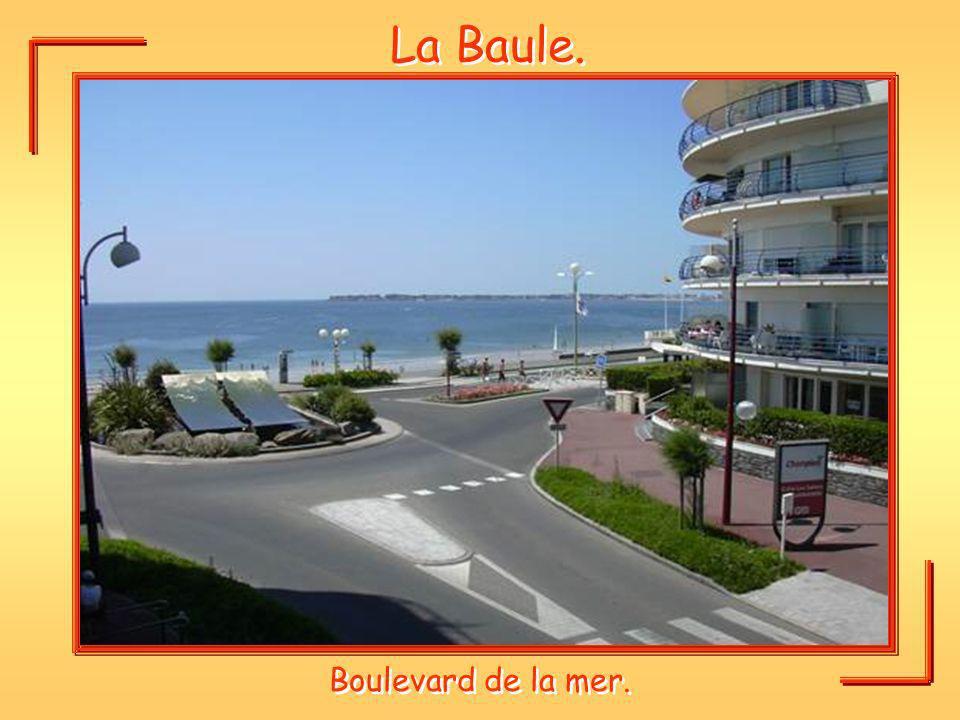 La Baule. Boulevard de la mer.