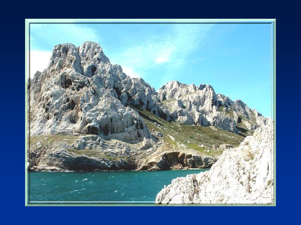 Nous arrivons dabord à lancien petit port de pêche des Goudes doù lon peut atteindre le Cap Croisette. Mais attention, il faut rester vigilant car pou