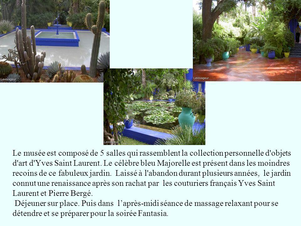 Le musée est composé de 5 salles qui rassemblent la collection personnelle d'objets d'art d'Yves Saint Laurent. Le célèbre bleu Majorelle est présent
