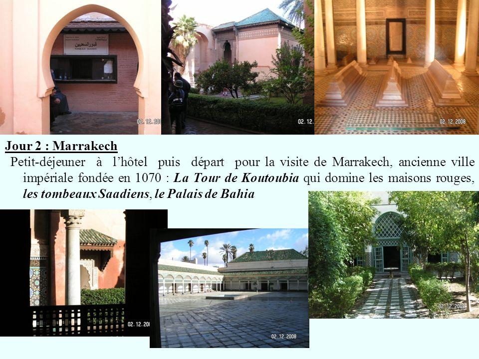 Jour 2 : Marrakech Petit-déjeuner à lhôtel puis départ pour la visite de Marrakech, ancienne ville impériale fondée en 1070 : La Tour de Koutoubia qui