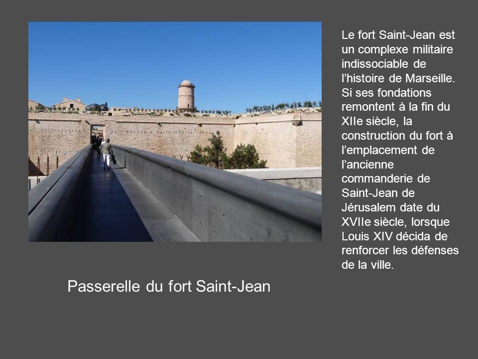 Passerelle du fort Saint-Jean Le fort Saint-Jean est un complexe militaire indissociable de lhistoire de Marseille.
