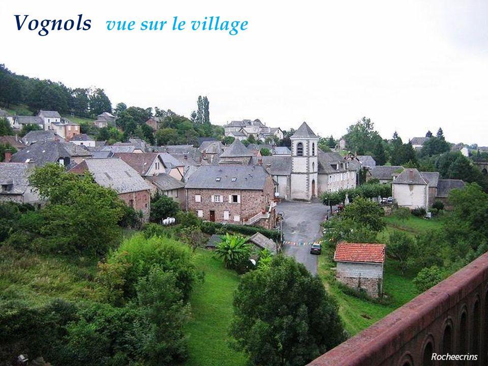 Saint-Cyr-la-Roche le manoir et léglise