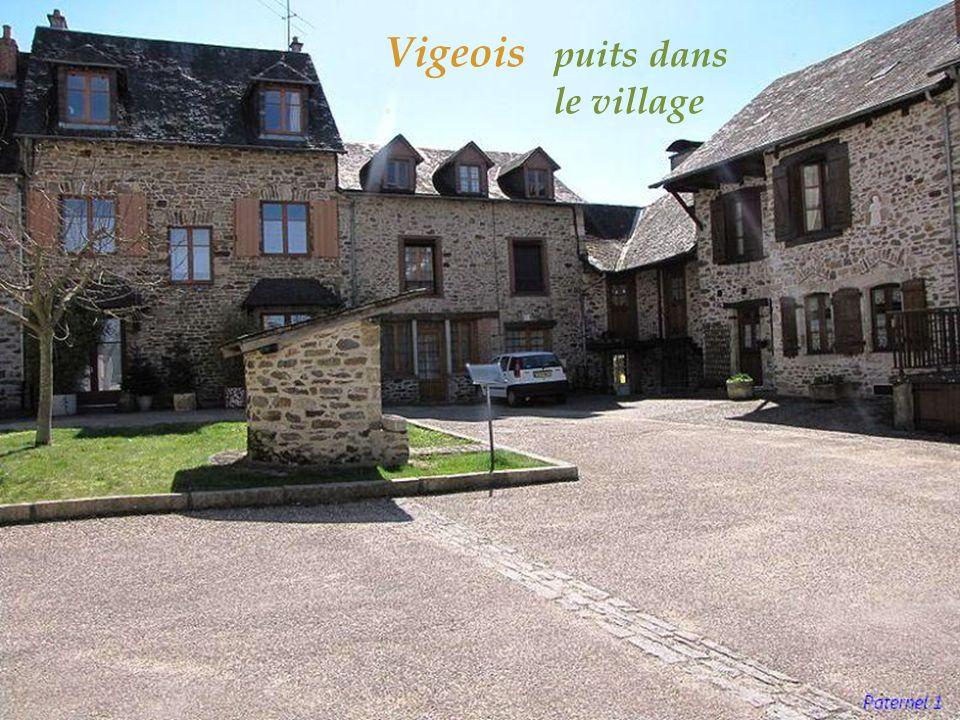 Ségur-le-Château maison Henri IV ( à gauche ), maison Boyer (à droite),. du XVe siècle