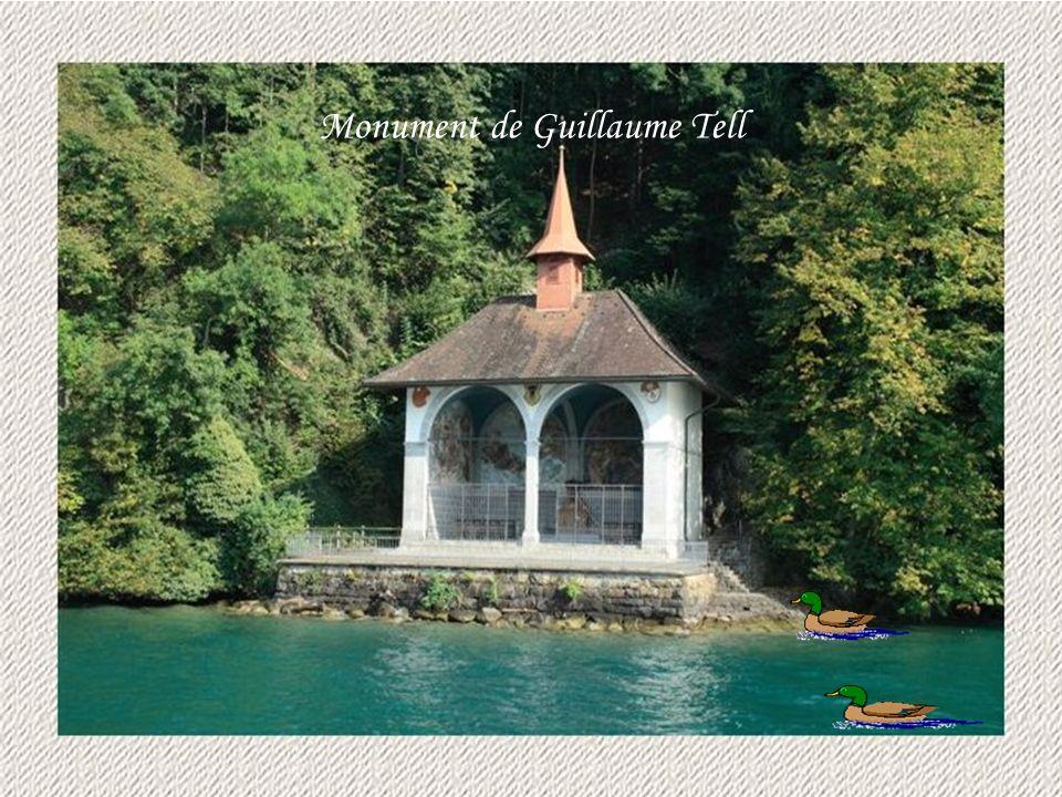Chalet typique de la Suisse Cors des Alpes La Basilique dEinsieldenAltdorf Canton dUri