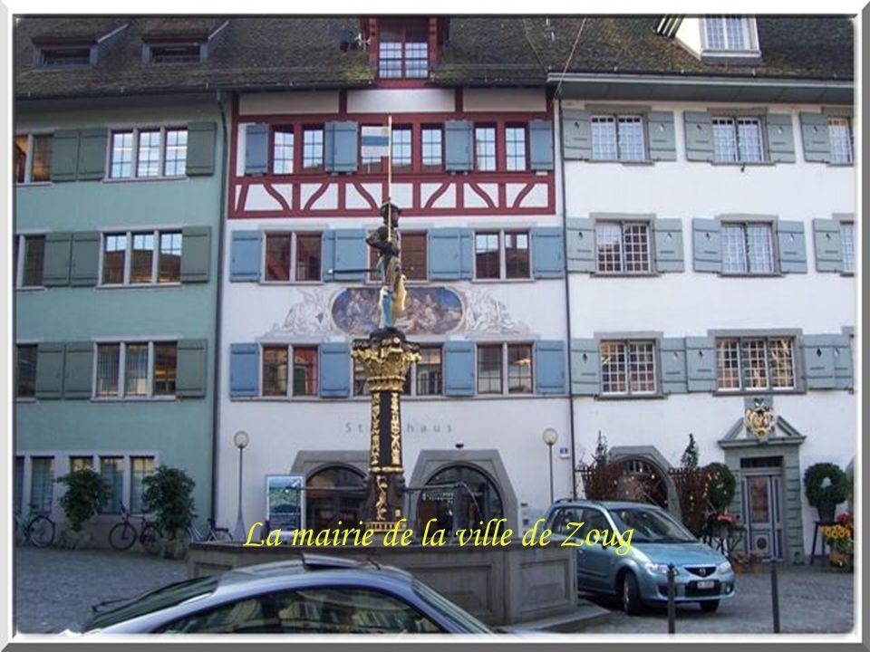 L endroit est idyllique: dans une crique du Lac des Quatre-Cantons, le petit village de Bauen (Uri) rassemble 180 habitants dans un paysage respirant la Suisse centrale.
