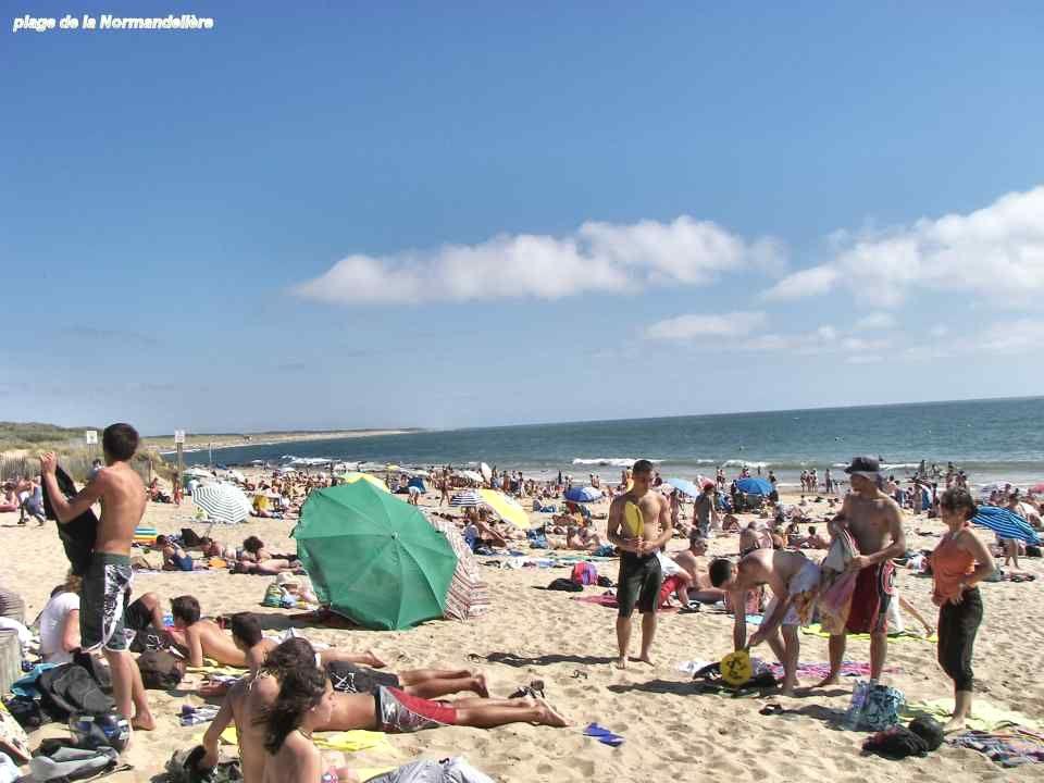 Ci-contre, la plage du Marais- Girard. Ci-dessous, la plage de la Sauzaie.
