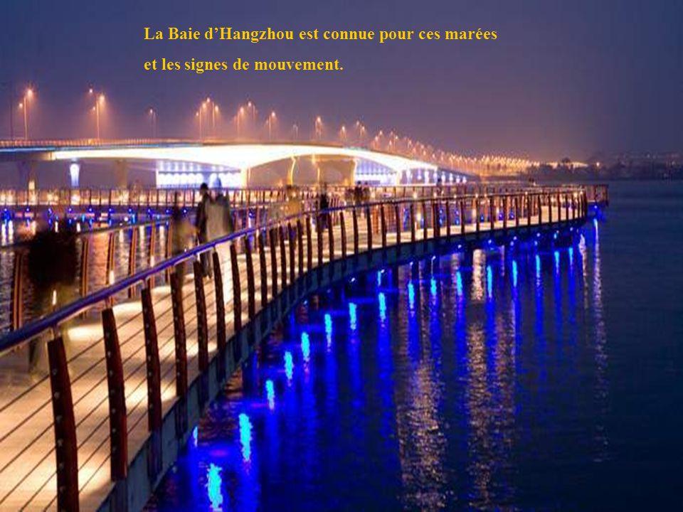 32 La Baie dHangzhou est connue pour ces marées et les signes de mouvement.