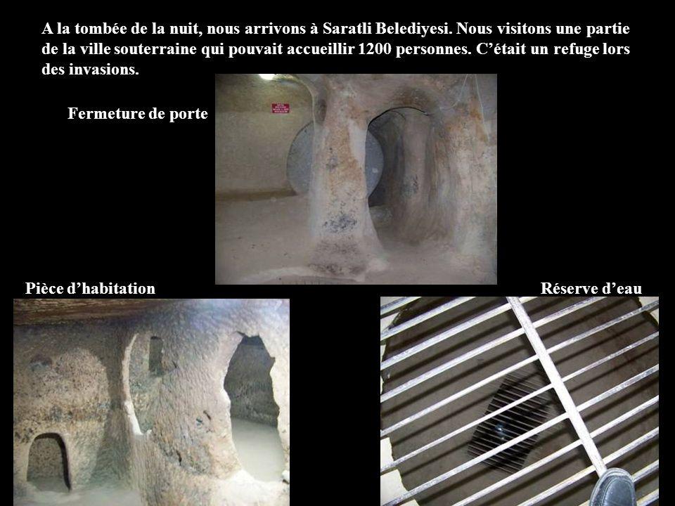 A la tombée de la nuit, nous arrivons à Saratli Belediyesi. Nous visitons une partie de la ville souterraine qui pouvait accueillir 1200 personnes. Cé