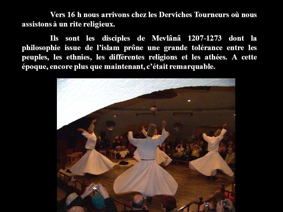 Vers 16 h nous arrivons chez les Derviches Tourneurs où nous assistons à un rite religieux. Ils sont les disciples de Mevlânâ 1207-1273 dont la philos