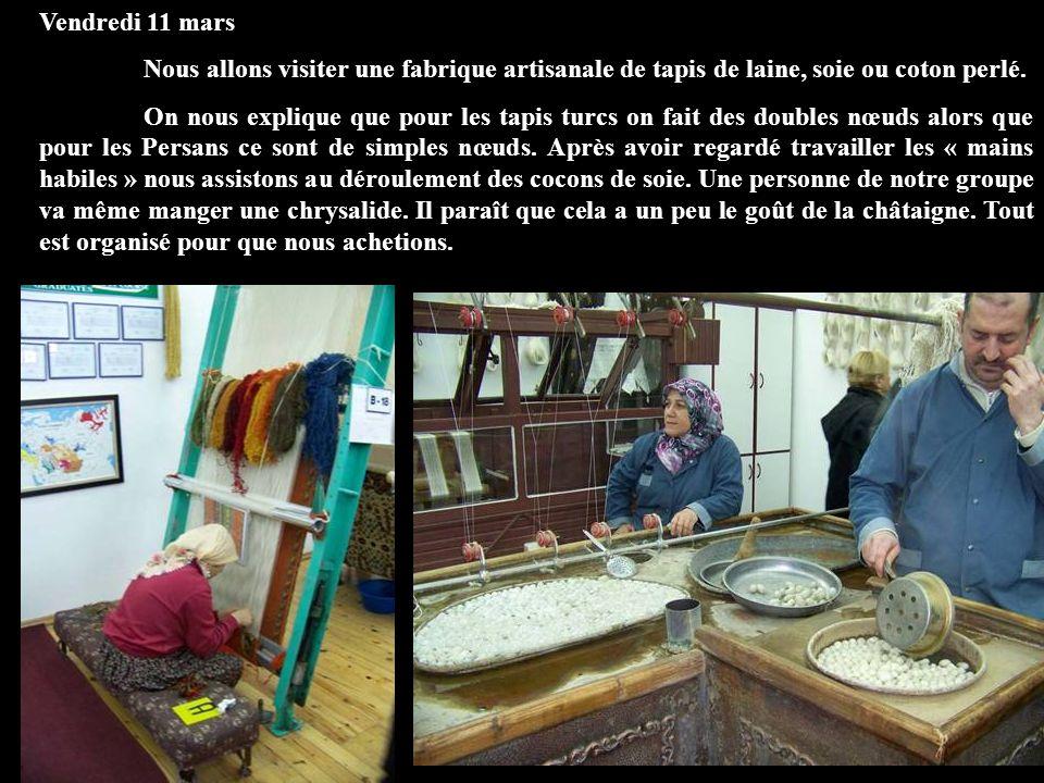 Vendredi 11 mars Nous allons visiter une fabrique artisanale de tapis de laine, soie ou coton perlé. On nous explique que pour les tapis turcs on fait