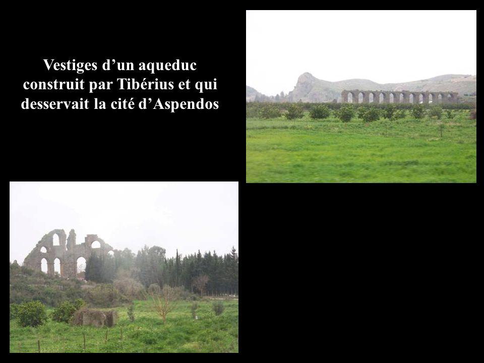 Vestiges dun aqueduc construit par Tibérius et qui desservait la cité dAspendos