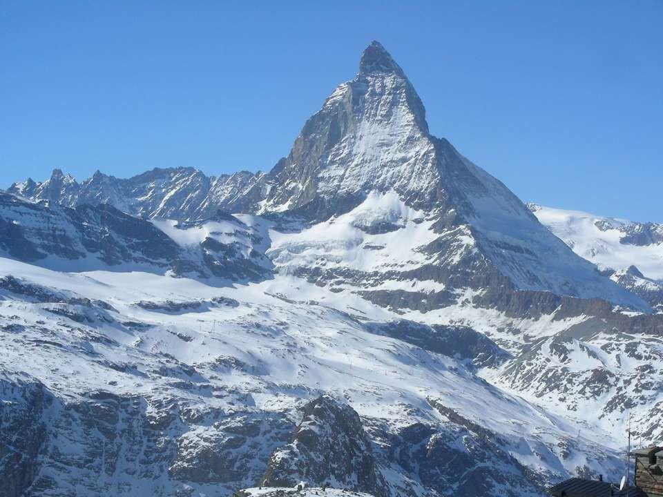 Le Cervin appelé aussi Matterhorn culmine à 4478 m. C'est l'emblème de la Suisse, lune des plus belles montagnes du monde, la plus photographiée et le