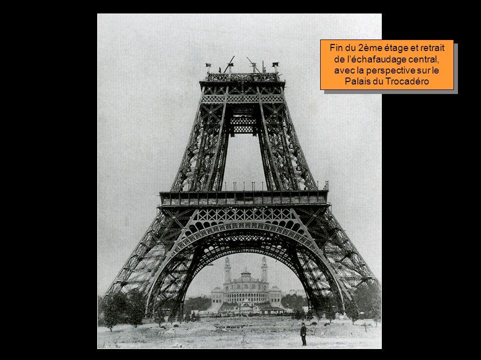 Juin 1888 Montage de la plate- forme du 2ème étage Juin 1888 Montage de la plate- forme du 2ème étage