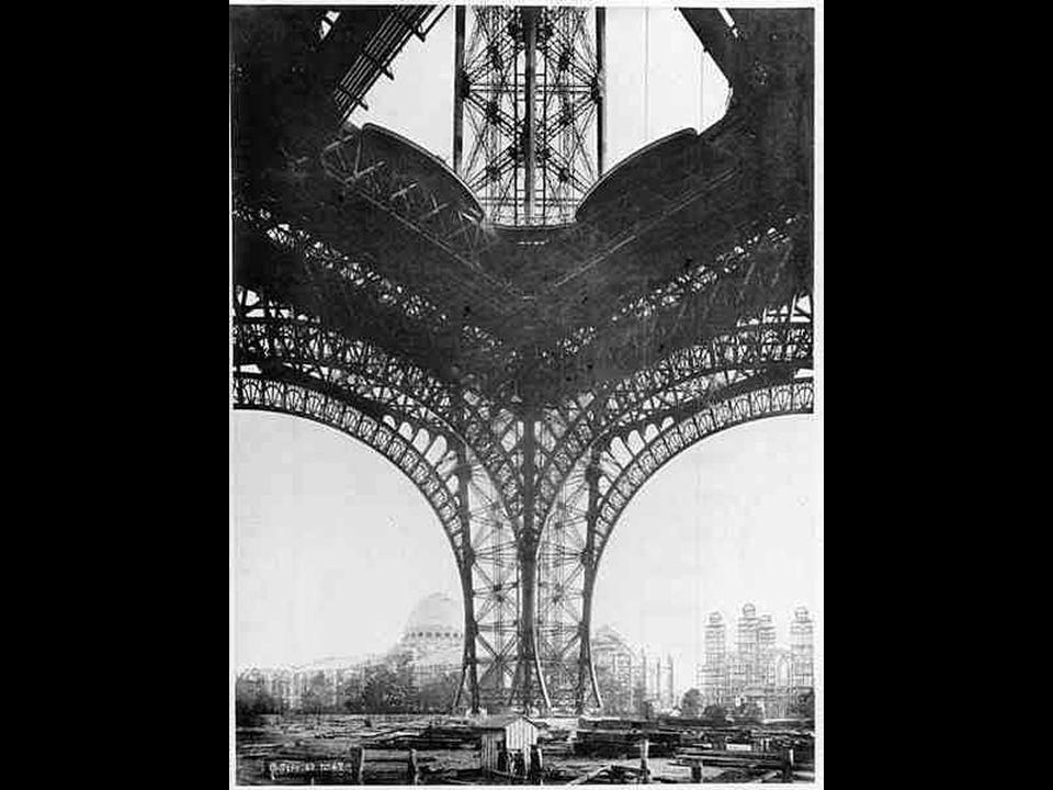 Fin du 2ème étage et retrait de léchafaudage central, avec la perspective sur le Palais du Trocadéro Fin du 2ème étage et retrait de léchafaudage cent
