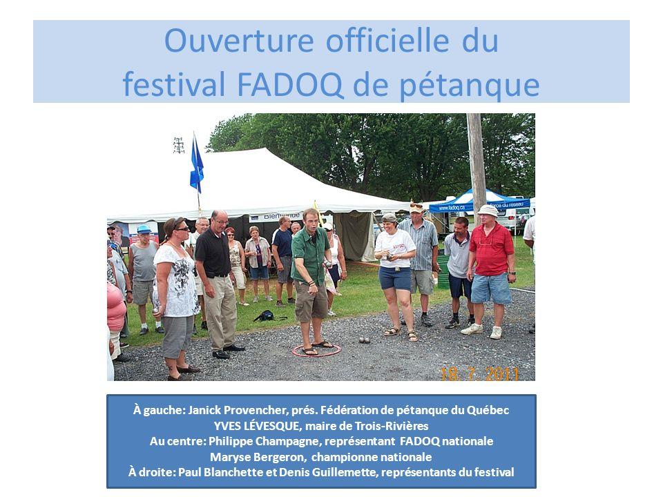 Ouverture officielle du festival FADOQ de pétanque À gauche: Janick Provencher, prés. Fédération de pétanque du Québec YVES LÉVESQUE, maire de Trois-R