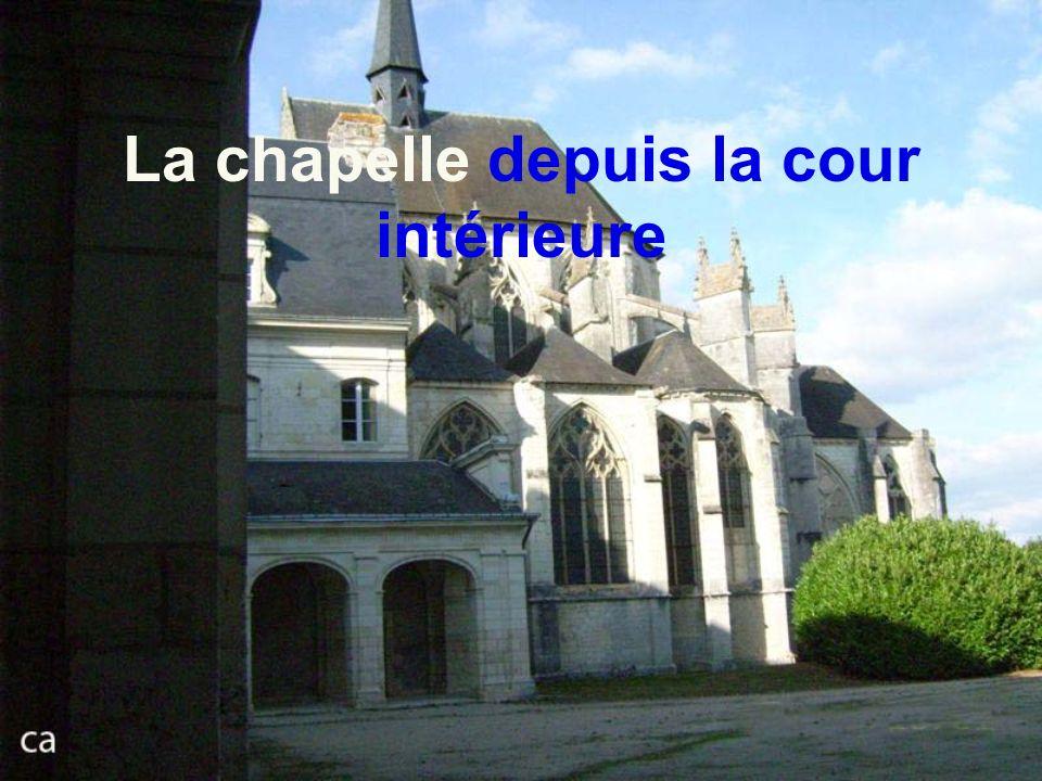 Cour intérieure, cloitre à droite