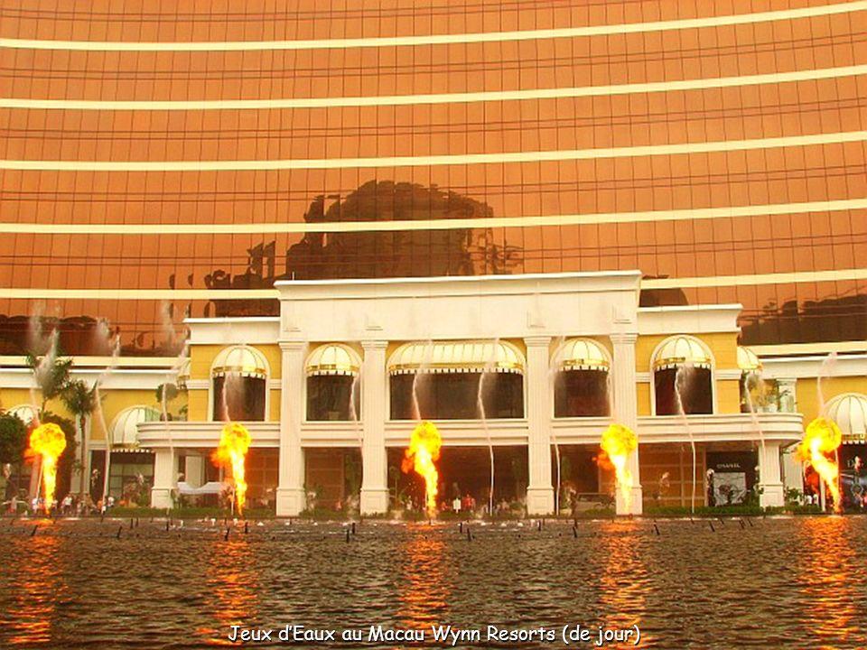 LHôtel-Casino Wynn Macau au premier plan, et lHôtel-Casino Star World à gauche