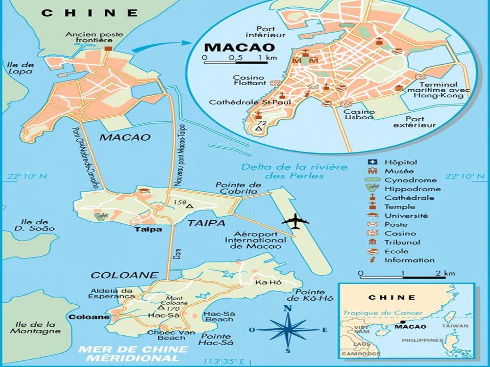 Macao A lorigine, la ville sappelait A-Ma-Gao (la baie de A-ma), en hommage à une déesse locale qui, selon la légende, a sauvé des centaines de bateaux de pêche pris dans deffroyables tempêtes, assez fréquentes dans cette région tropicale du sud de la Chine.