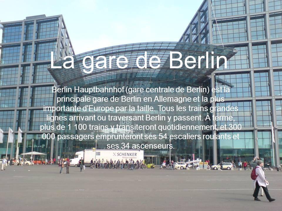 La gare de Berlin Berlin Hauptbahnhof (gare centrale de Berlin) est la principale gare de Berlin en Allemagne et la plus importante d'Europe par la ta