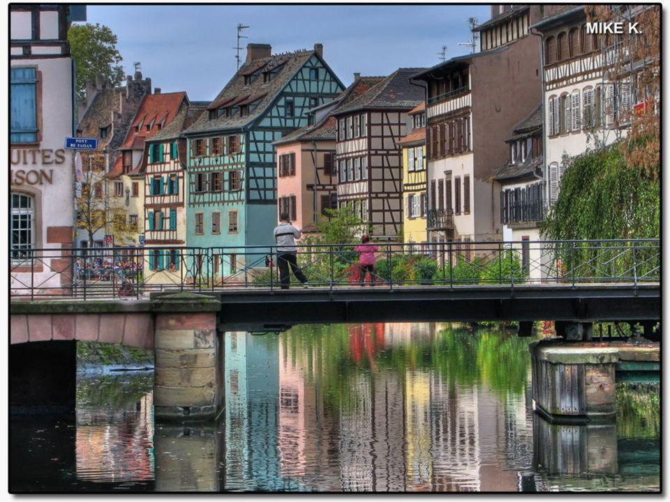 STRASBOURG LA PETITE FRANCE « La Petite France » est une zone très pittoresque et suggestive, avec des « La Petite France » est une zone très pittores