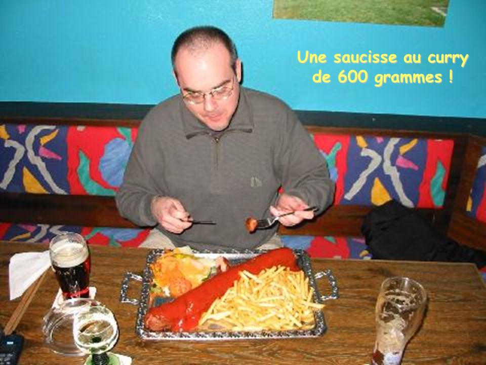 Et pour ceux qui naiment pas les Schnitzels, pourquoi pas une saucisse-frites ?