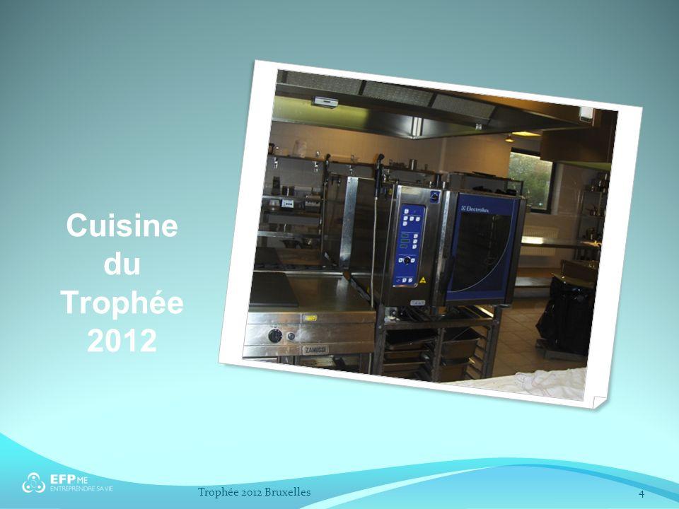 Support de présentation des région Claustra Table Nappe blanche Trophée 2012 Bruxelles15