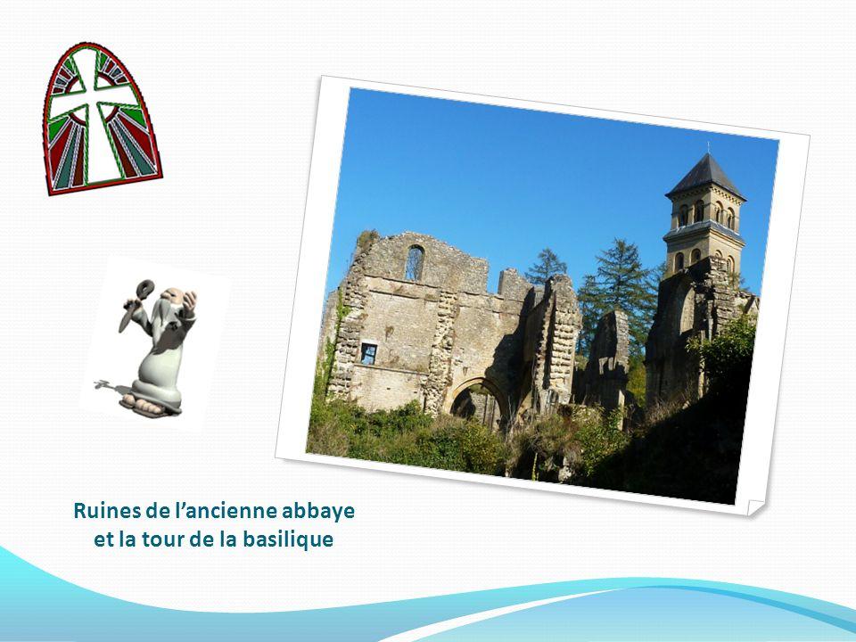 Le 9 mars 1132, sept moines cisterciens arrivèrent à Orval, avec à leur tête Constantin. Moines et chanoines s'unirent en une seule communauté, et s'e