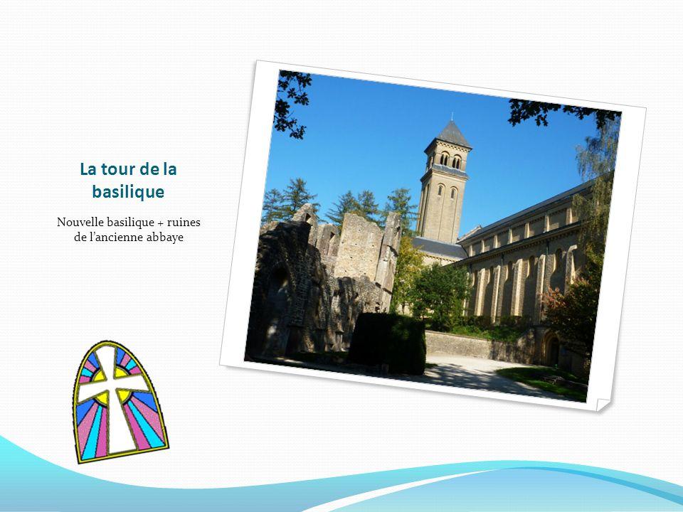 La tour de la basilique Nouvelle basilique + ruines de lancienne abbaye