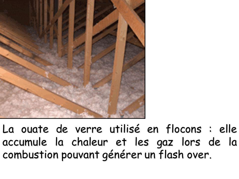 La ouate de verre utilisé en flocons : elle accumule la chaleur et les gaz lors de la combustion pouvant générer un flash over.