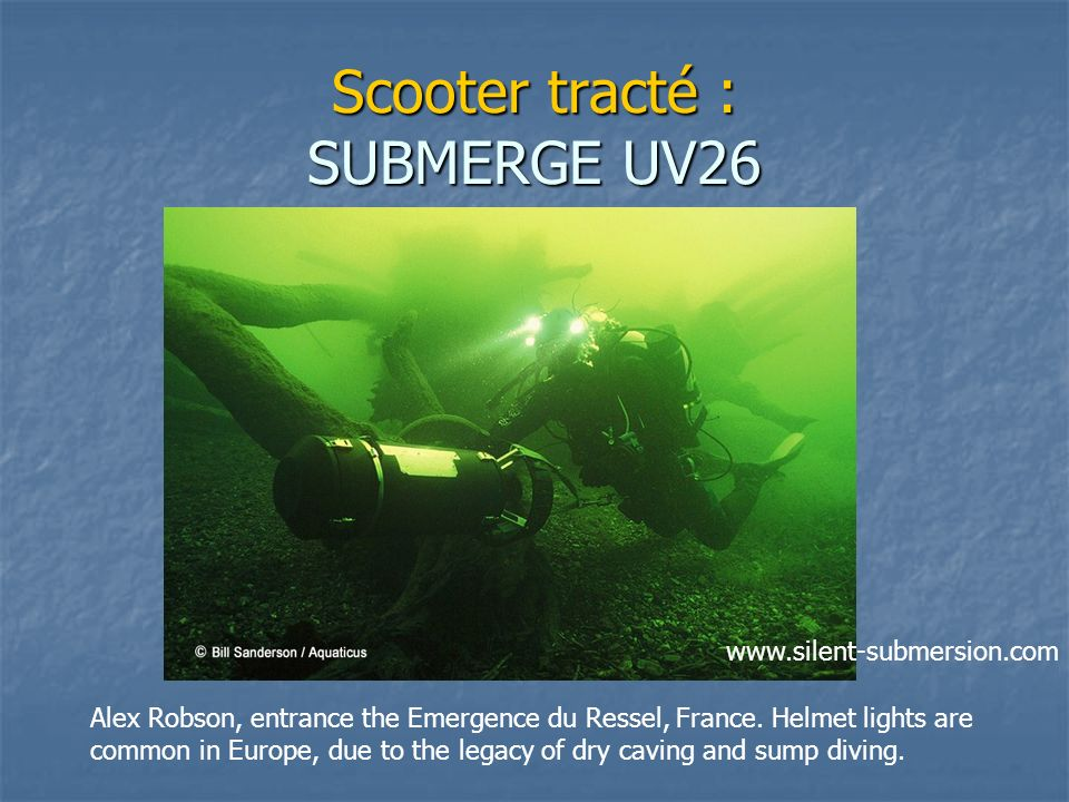 Scooter tracté : SUBMERGE UV26 Alex Robson, entrance the Emergence du Ressel, France. Helmet lights are common in Europe, due to the legacy of dry cav