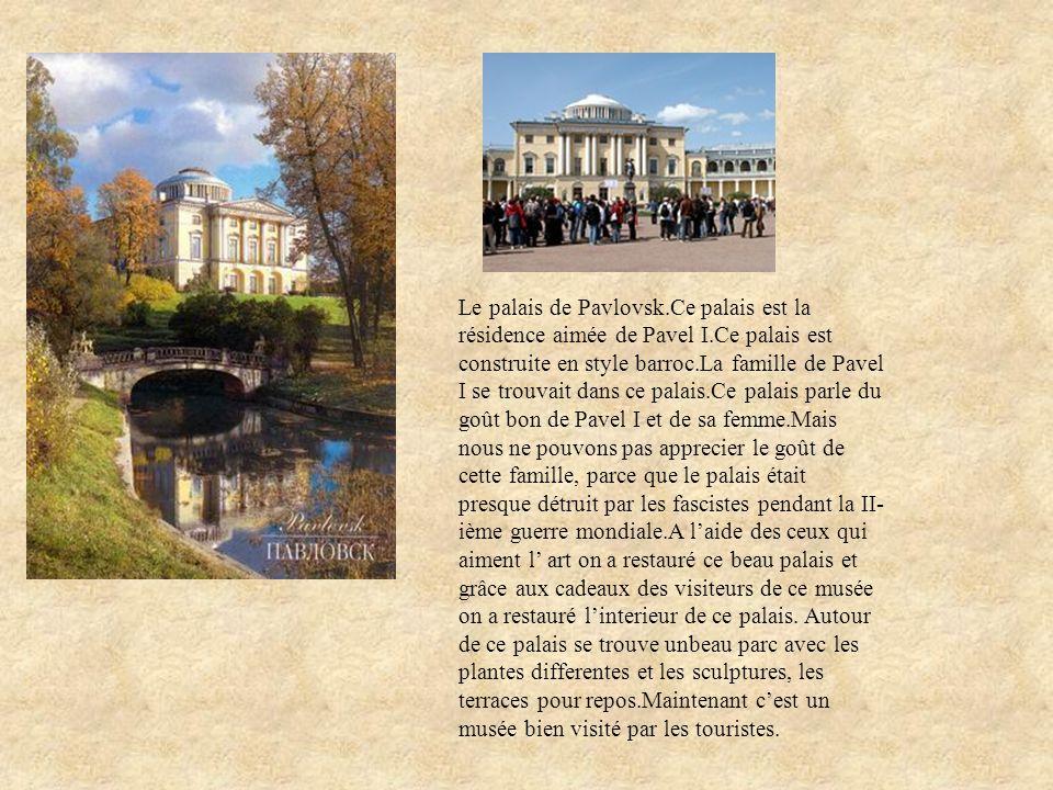 Le palais de Pavlovsk.Ce palais est la résidence aimée de Pavel I.Ce palais est construite en style barroc.La famille de Pavel I se trouvait dans ce p