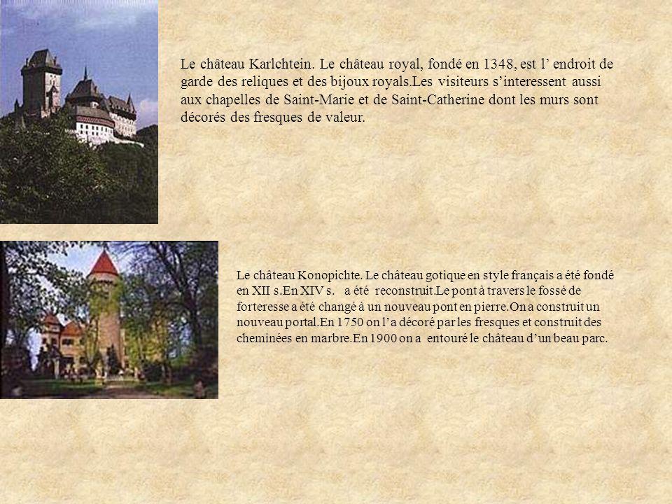 Le château Karlchtein. Le château royal, fondé en 1348, est l endroit de garde des reliques et des bijoux royals.Les visiteurs sinteressent aussi aux